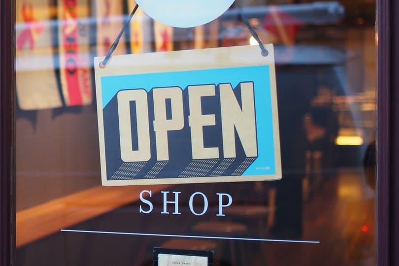 Ze sklepów internetowych na platformach sprzedażowych można korzystać przez całą dobę.